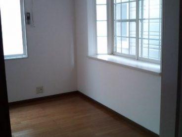 お部屋には窓があり、光が入りますね(2F)
