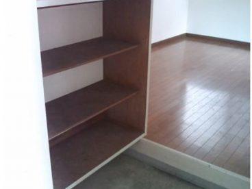 玄関には靴置き場があります。 整理整頓できますね!