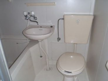 浴室は3点ユニットです