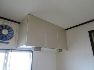 吊戸棚もあるので、ちょっとした食器もおけますね。