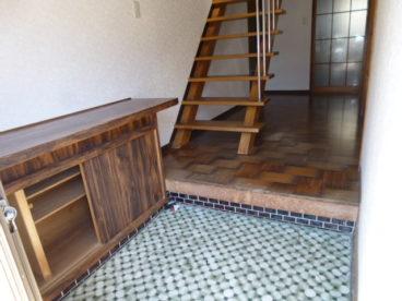 広々玄関から、台所、お部屋に続く廊下です。下駄箱もあり、家族の靴が多くても安心ですね