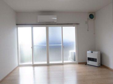 窓が広いアパートです。古いアパートならではの解放感!