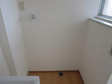 浴室置き場もありますよ。ベランダに近いので、干すのも楽々!