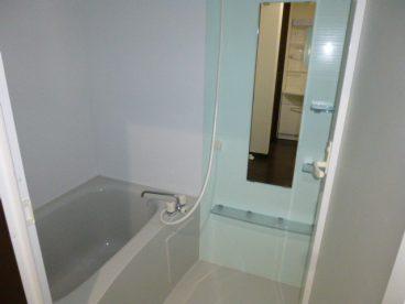 浴室は単独ユニットバス。ゆったり仕事の疲れを癒せますね