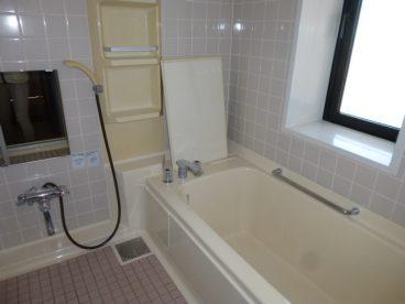 お風呂も広くて使いやすそうです。