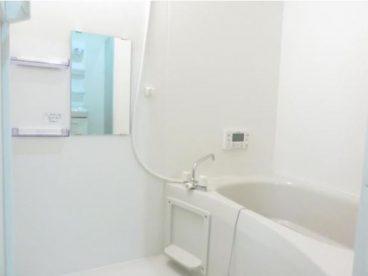浴室はシンプルなユニットバスです