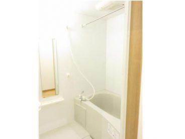 浴室は単独ユニットバス。あずまし~
