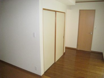 階段下の収納。何を入れましょう?