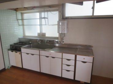 白い色が清潔感のあるキッチン