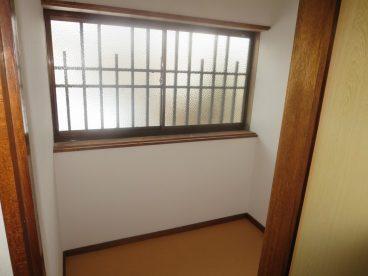小部屋がるので、洗濯物を干す場所にも、物置にすることも出来ます。使い方、次第でいろいろ出来そうな小部屋ですね