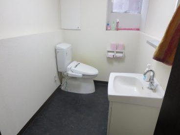 トイレはもちろん洋式。清潔感ありますね(共用)