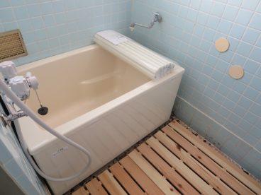 すのこがオシャレな浴室!癒されますね!