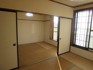 二部屋あると片方をリビング代わりに使えるので便利ですよね。風通しも良いんデス
