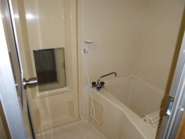 浴室には鏡もありますよ!