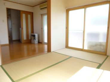 二間続きのお部屋です。寝室とリビングなど生活スタイルに合わせて自由自在