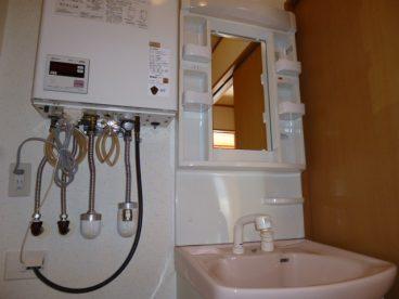 洗面化粧台もついてます。朝の忙しい時の身支度の味方です