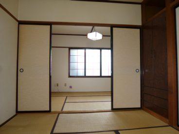 いかがです? 二間続きの広いお部屋。片方を寝室にするもよし、趣味の部屋にするもよし