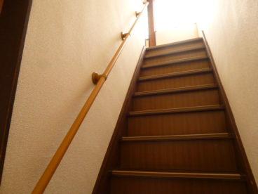 階段に手すりがあり、安全ですね♪
