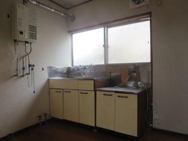 採光のとれる窓付きキッチン