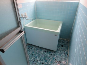 浴室は単独タイプ トイレと分かれているのでゆったり使えます