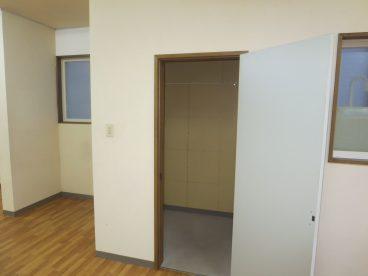 物置付き、業務で使用するOA用品置き場に最適ですね