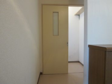 下駄箱のある玄関。靴整理ができるので来客時もOK