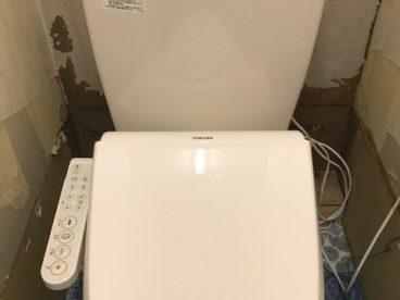 トイレと床は新しいです。好みの壁に仕上げてください。
