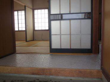 幅広の玄関。靴箱も置けますね