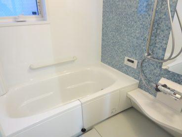 浴室は一坪タイプ。一軒家と同じ大きさなのでゆっくり疲れをいやせますね