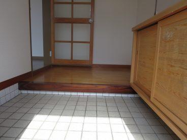 この広さの玄関は小さな子供がいる家庭にはありがたいですね。靴が履かせやすいです