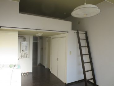 ロフト付き 寝室とお部屋を分ける事が可能なので実質二部屋として使えますね