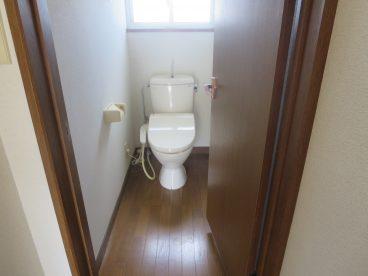 トイレはウォシュレット 小窓の光もいいですね