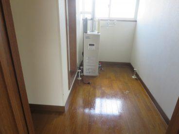 脱衣所は当然浴室、洗濯機置き場、洗面に隣接しているので便利!