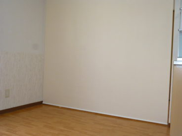 ロールスクリーンを下すと、間仕切りでもう一つ部屋が出来上がり!