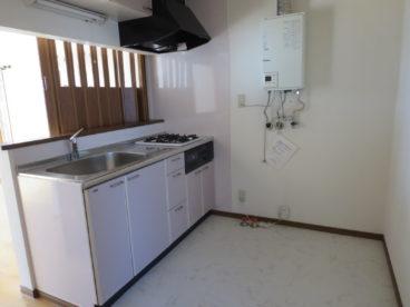 キッチンは対面式で小さな子供を見ながら料理可能。