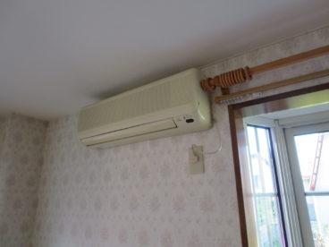 エアコンも当然ついてます