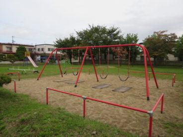 隣が児童公園! 子供たちを遊ばせることができますね