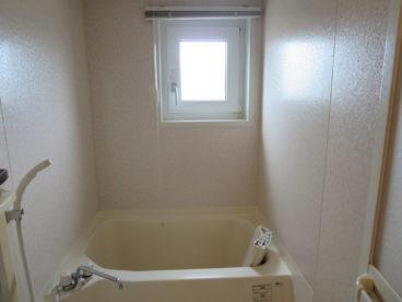 浴室は小窓があり、お日様も取り入れる事が出来ます!