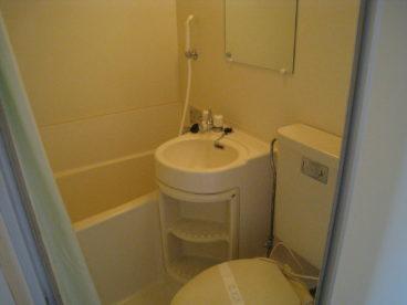 浴室は省スペースの3点ユニット