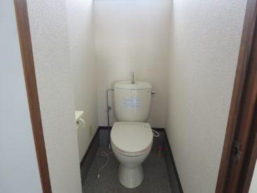 トイレももちろんついてます。