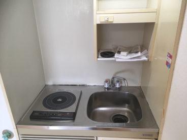 省スペースのキッチン。新しいIHです。