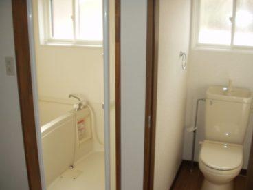 お風呂とトイレは分かれています^^