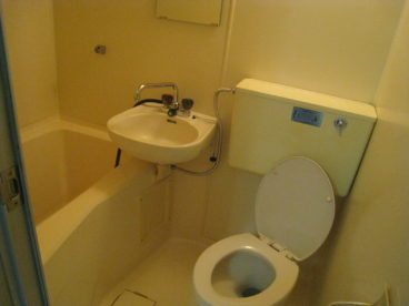お風呂とトイレ一緒のタイプでお掃除がしやすいと思います^^
