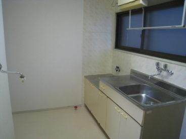 キッチンはこんな感じです。一人暮らしにピッタリですね!!
