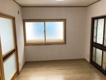 窓があると光が入ってきます。フローリングが綺麗ですね^^