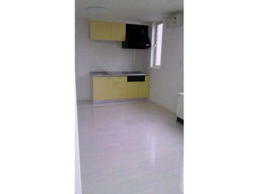ビタミンカラーが素敵な黄色いキッチン!室内は白を基調とした空間です^^