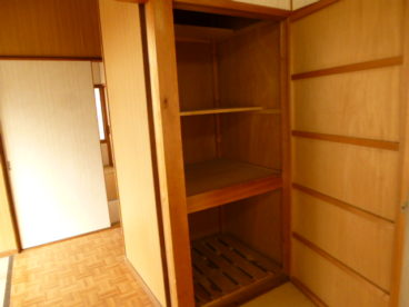 それぞれのお部屋に収納もたくさんあるんです。ファミリーに大助かり♪