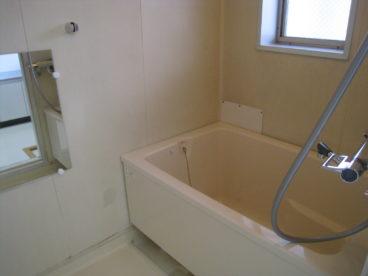 浴室は単独タイプでゆったり