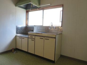 台所にスペースがあるのでキッチンボードなども置けますね!