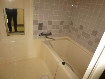 お風呂は単独ユニット。トイレと別なので衛生的